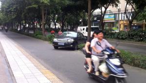 Auto auf Fahrradweg
